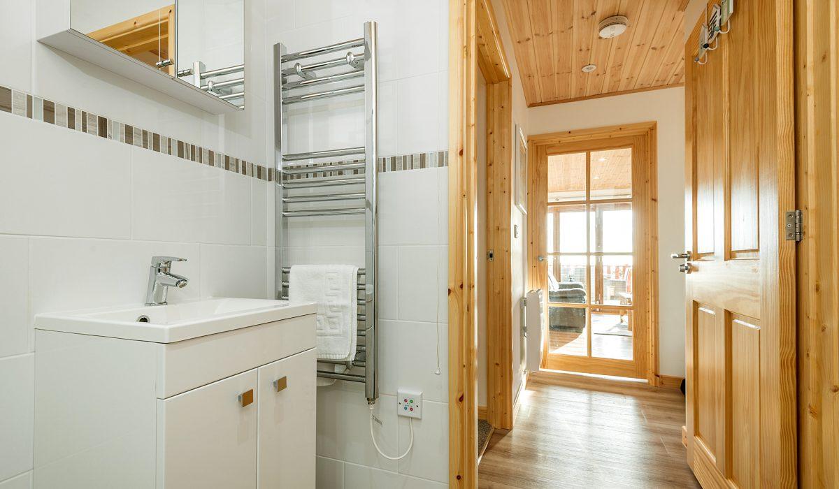 E52 SeaClusion - Downstairs Bathroom 2