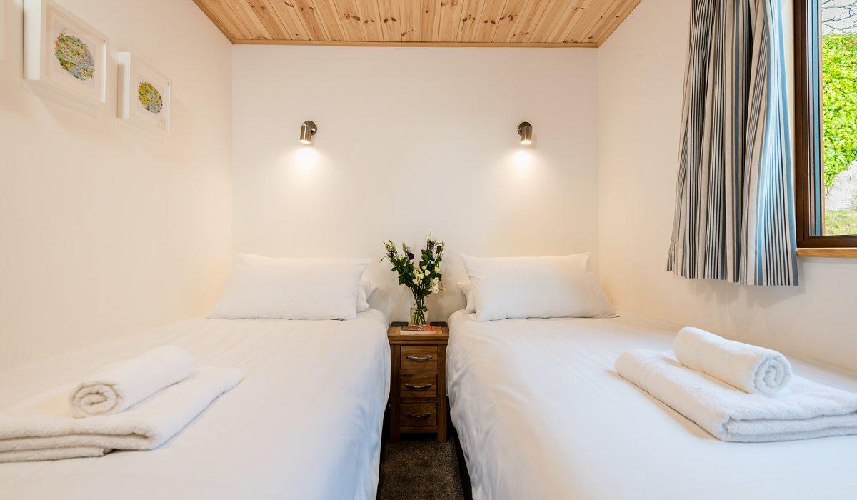E52 SeaClusion - Twin Bedroom 2