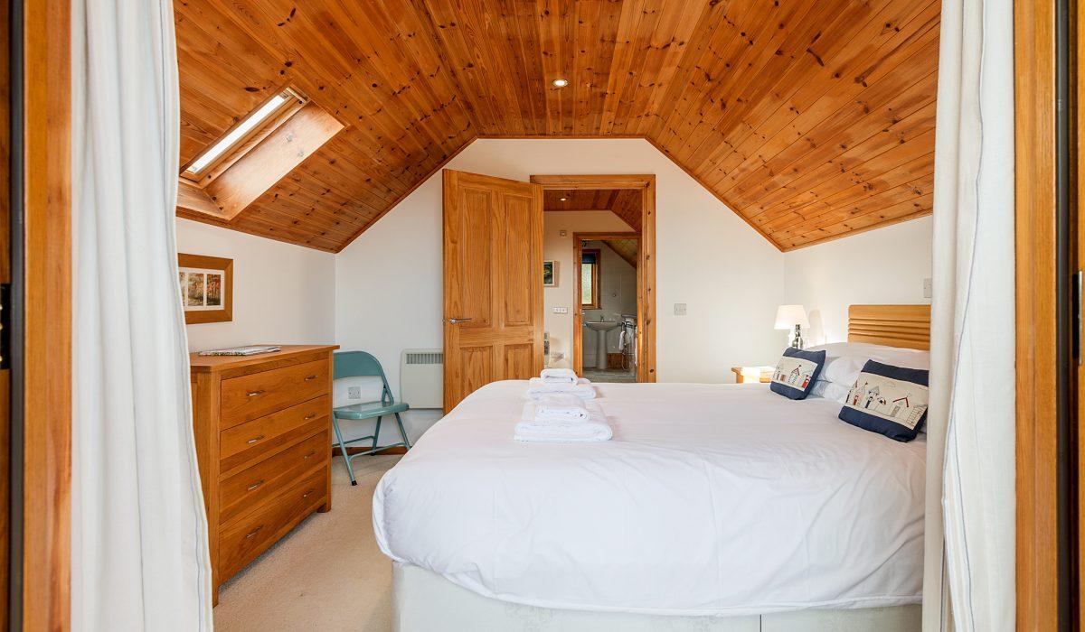 E53 Hirondelle - Master Bedroom 1