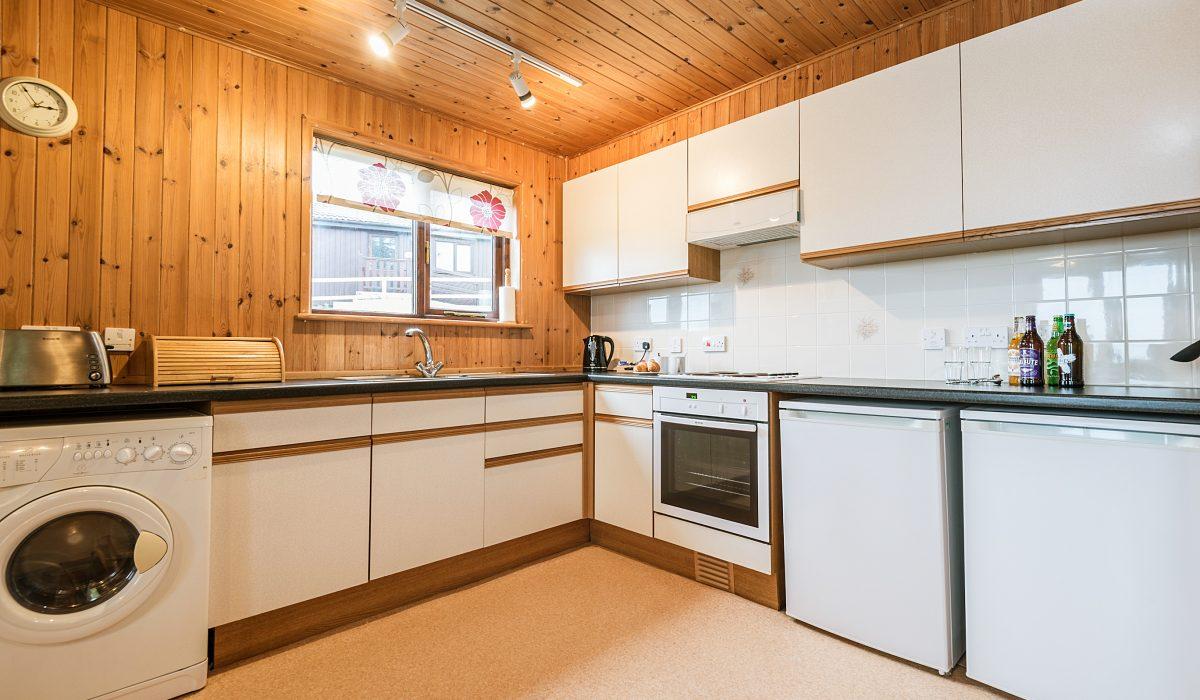 E22 Puffin - Kitchen