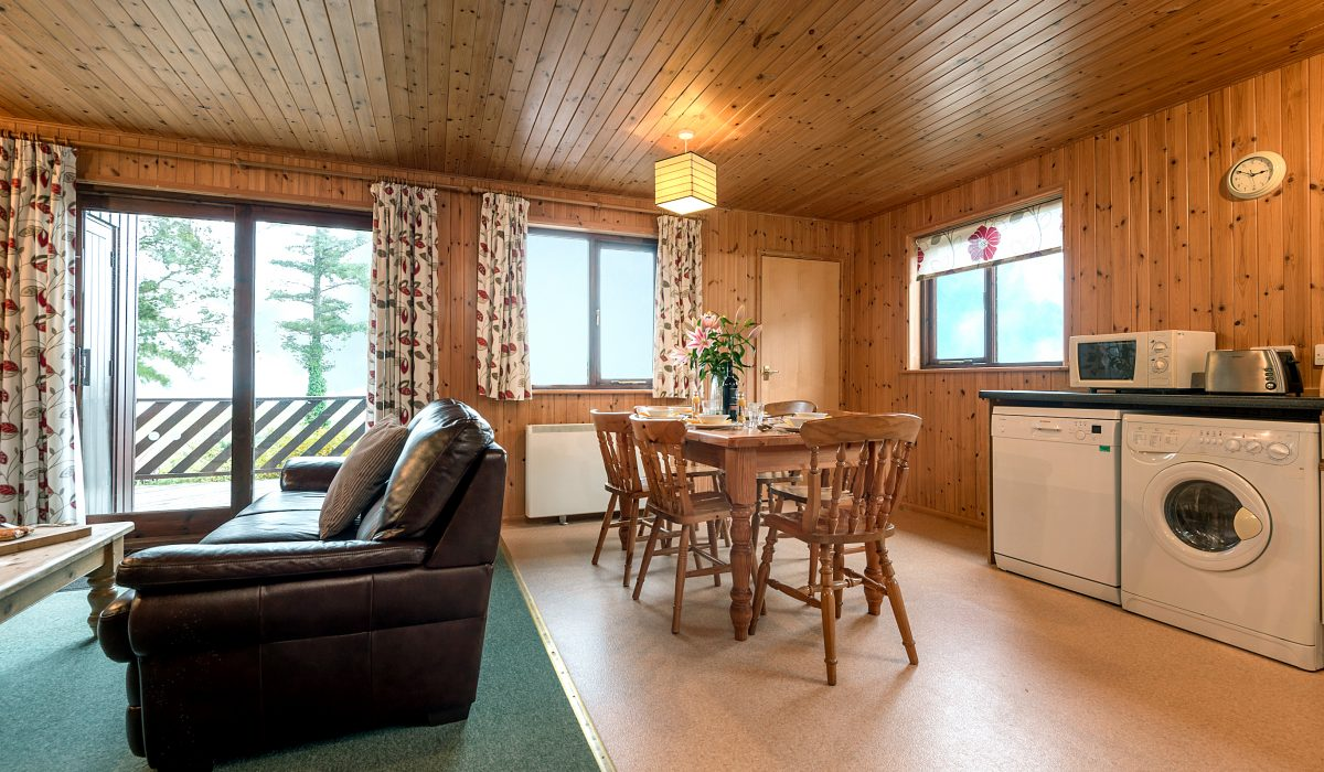 E22 Puffin - Living Dining & Kitchen 1