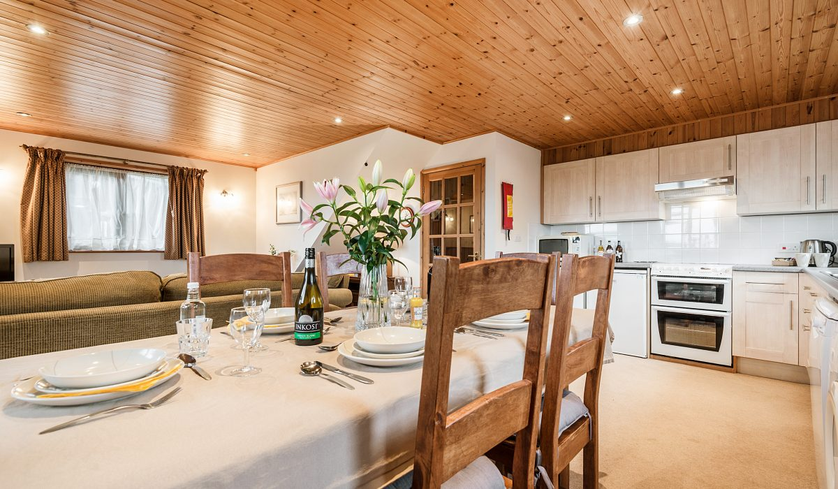 E26 Trelissick - Kitchen & Dining 1