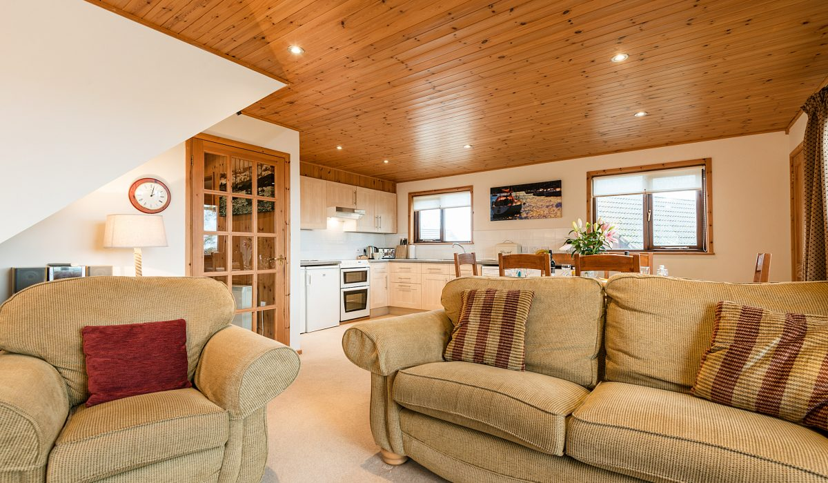 E26 Trelissick - Living Kitchen & Dining 1