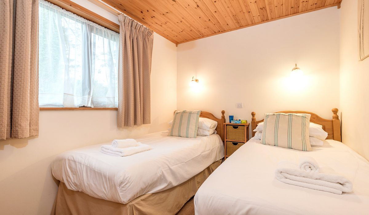 E26 Trelissick - Twin Bedroom 1