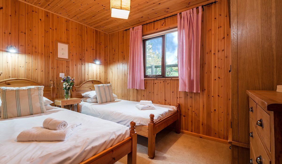 E29 Lawnside - Twin Bedroom 1
