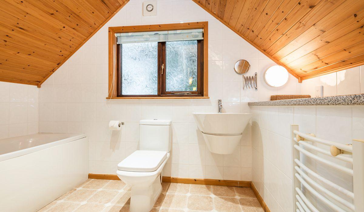 E29 Lawnside - Upstairs Bathroom 1