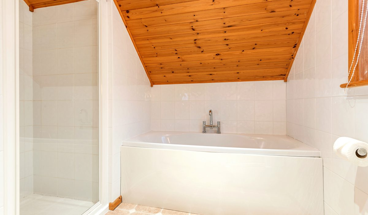 E29 Lawnside - Upstairs Bathroom 2