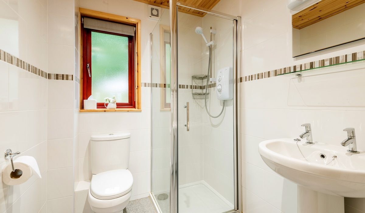 E49 Kittiwake - Downstairs Bathroom