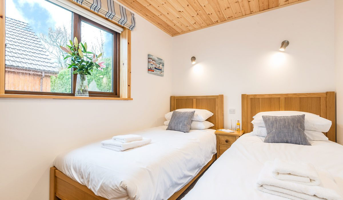 E50 Perrins - Twin Bedroom 2