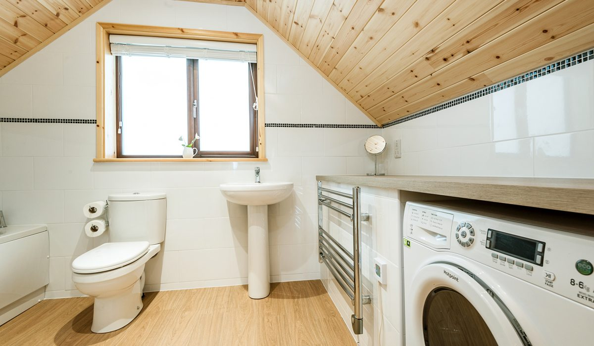 E50 Perrins - Upstairs Bathroom 1