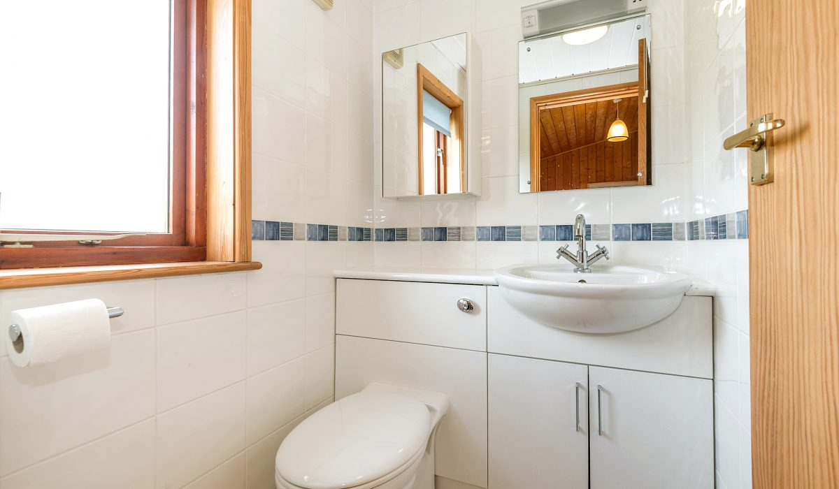 L1 Towan - En-Suite Bathroom